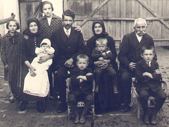 Familie Karch 1928 in Kula
